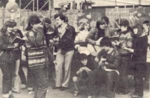 Infostand der Jugendgruppe auf dem Wochenmarkt